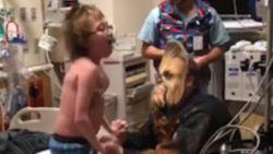 Jongen krijgt een nieuw hart, en niemand minder Chewbacca komt hem dat vertellen