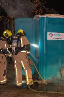 Wasbenzine en vuurwerk in Dixi aan Middelblok in Wateringen