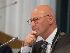 Burgemeester Kampen: Winkeliers moeten zelf in actie komen tegen diefstallen door criminele asielzoekers