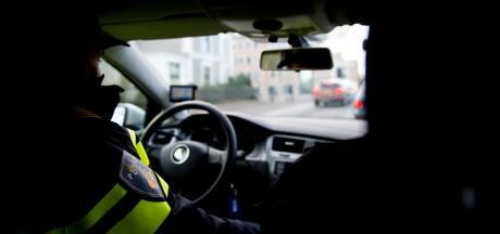 Geheime ruimte met drugs ontdekt in auto langs A1 bij Holten: bestuurder (20) opgepakt