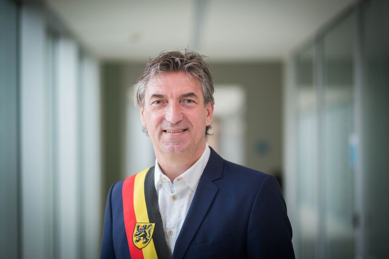 Exit burgemeester Peter Vanvelthoven in Lommel.