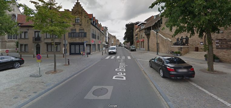 Het ongeval gebeurde op het zebrapad in de De Breyne Peellaertstraat.