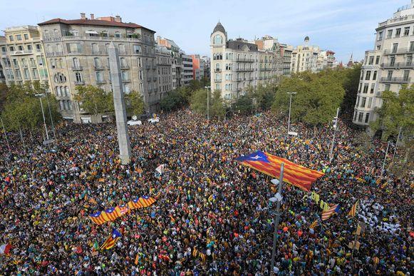 Duizenden demonstranten verzamelden in Barcelona voor een protestmanifestatie.