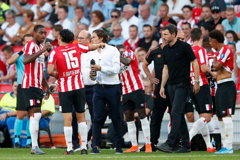 Mark van Bommel (rechts) tijdens de wedstrijd PSV - FC Basel. Beeld BSR Agency