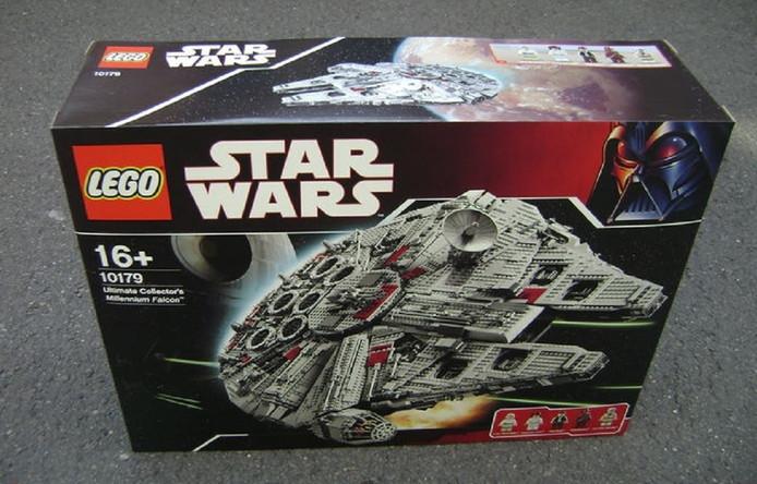 Deze bijzondere Star Wars Lego-doos uit 2007 met ruimteschip de Millennium Falcon werd begin juni afgeslagen voor 5.000 euro.