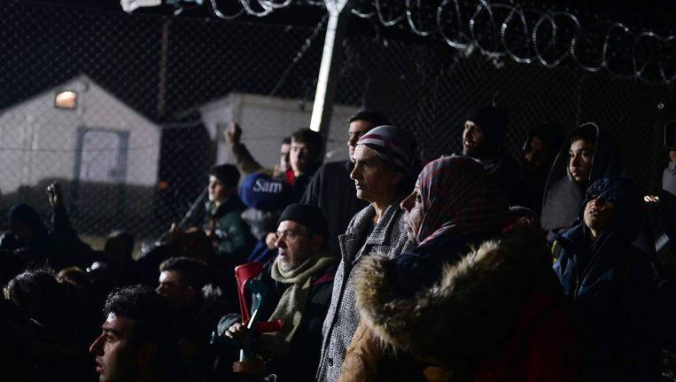 Vluchtelingen bij de Griekse grens met Macedonië. Beeld anp