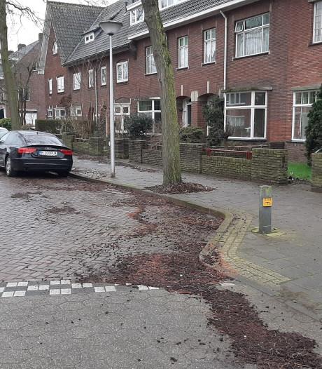 Vieze Volvo van langbezet parkeerplekje in Eindhoven eindelijk opgehaald