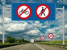 Oost-Europeanen op de snelweg ... lópend! Of fietsend. Het gebeurt wekelijks