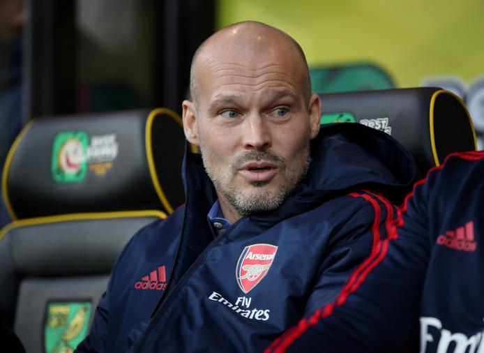 Fredrik Ljungberg afgelopen zondag op de bank tijdens Norwich City - Arsenal.