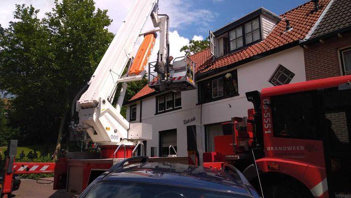In een woning in de Grutterstraat in Rhenen is door onbekende oorzaak brand ontstaan op de bovenverdieping.