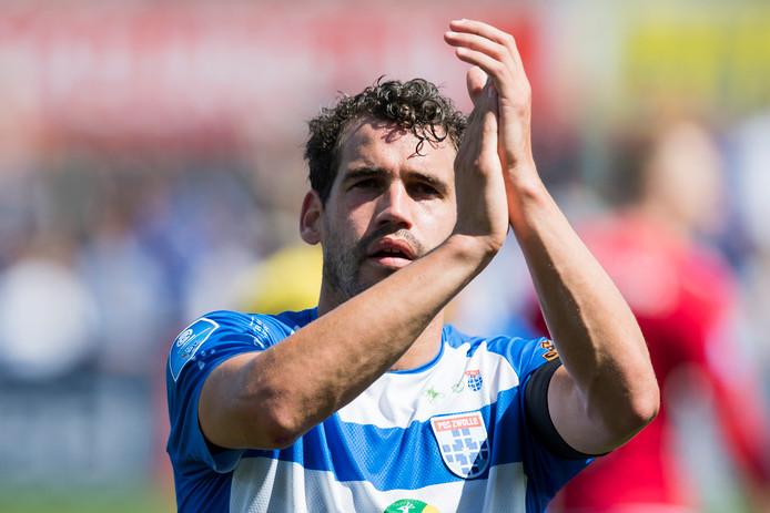 PEC Zwolle-verdediger en oud-international Dirk Marcellis heeft dermate last van de knie, dat hij zijn profloopbaan noodgedwongen heeft beëindigd.