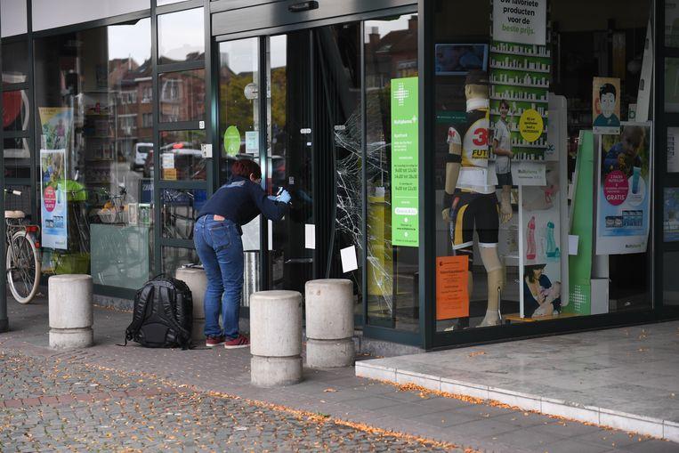 Inbrekers slaan voor tweede nacht op rij toe in apotheek in het Leuvense. Labo aan het werk in Kessel-Lo.