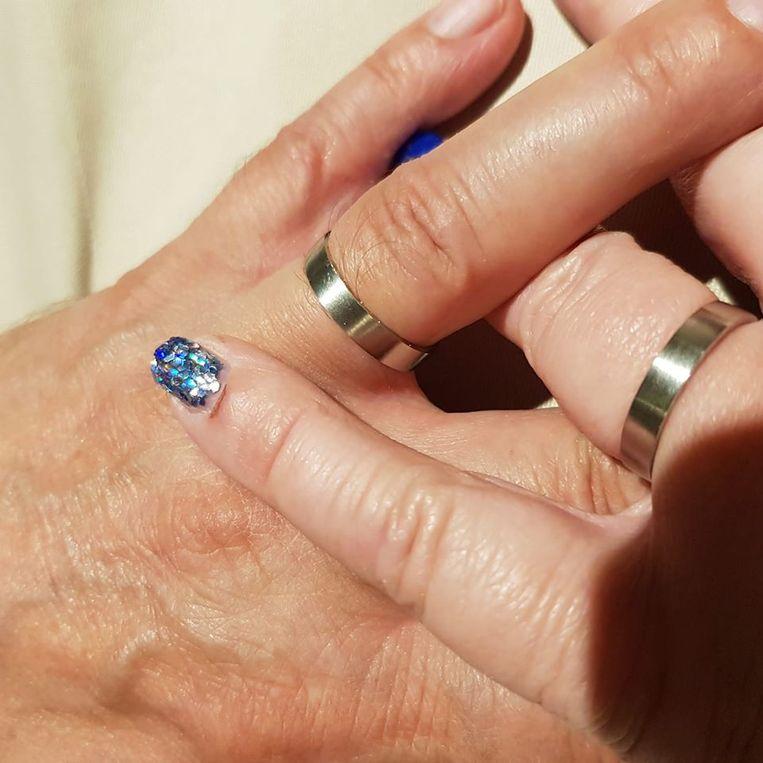 Vlaams Parlementslid Christian Van Eyken en Sylvia B., zijn voormalige parlementaire medewerkster zijn in alle stilte getrouwd in Brussel. Sylvia showde de identieke ringen van het koppel op Facebook.