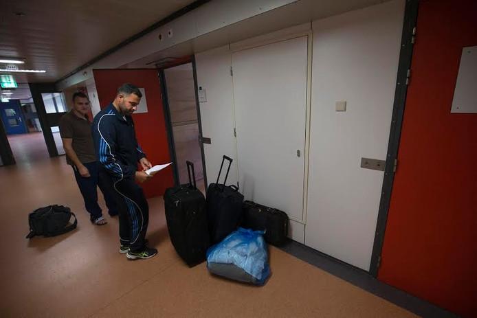 Een vluchteling in azc De Kruisberg in Doetinchem.