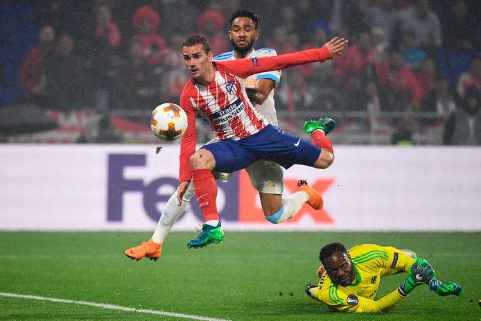 Atlético-held Antoine Griezmann beslist de Europa League-finale tegen Olympique Marseille met zijn tweede goal van de avond. Doelman Steve Mandanda is kansloos.