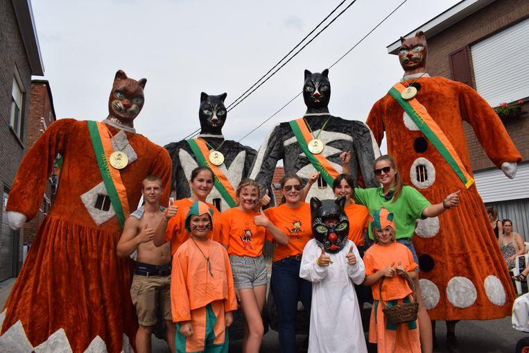 De Katse reuzen en de kinderen van de wijk openen elk jaar de Katte Kermisstoet.
