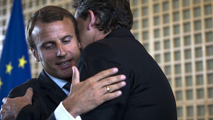 Emmanuel Macron avec son prédécesseur Arnaud Montebourg, lors de la passation de pouvoir.