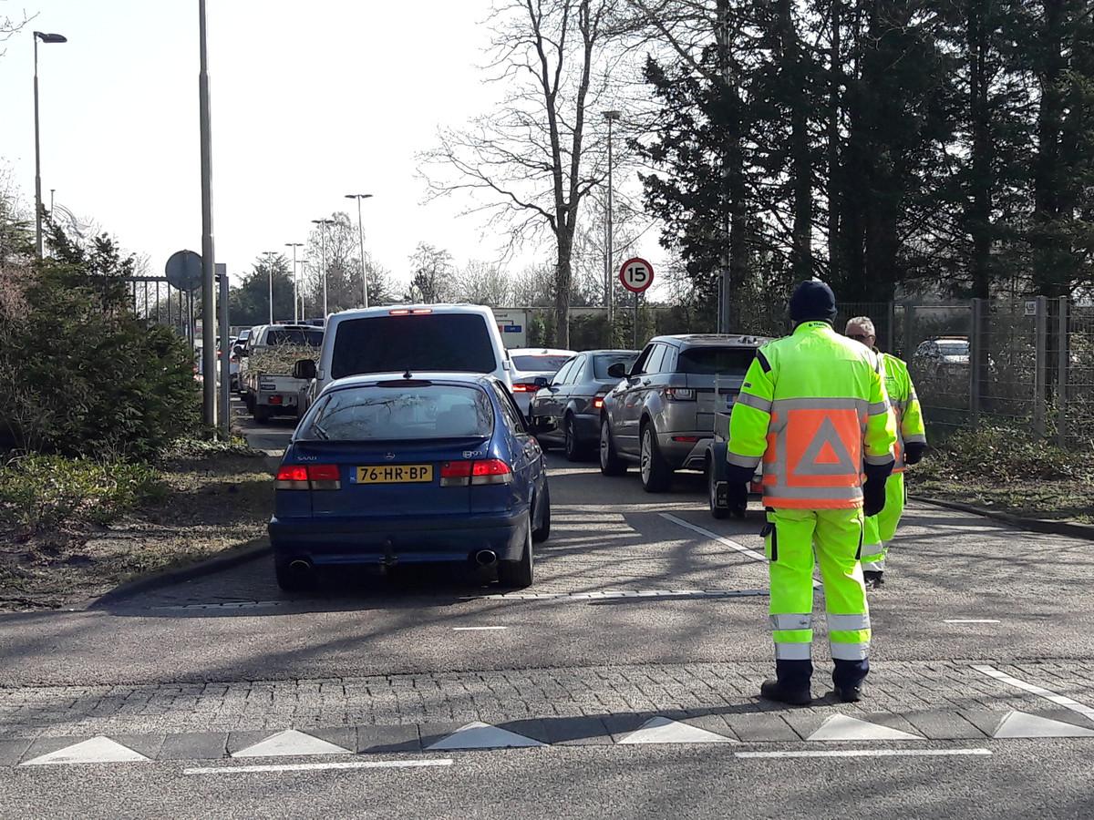 Bij het milieustation in Drunen zijn ook verkeersregelaars ingezet.