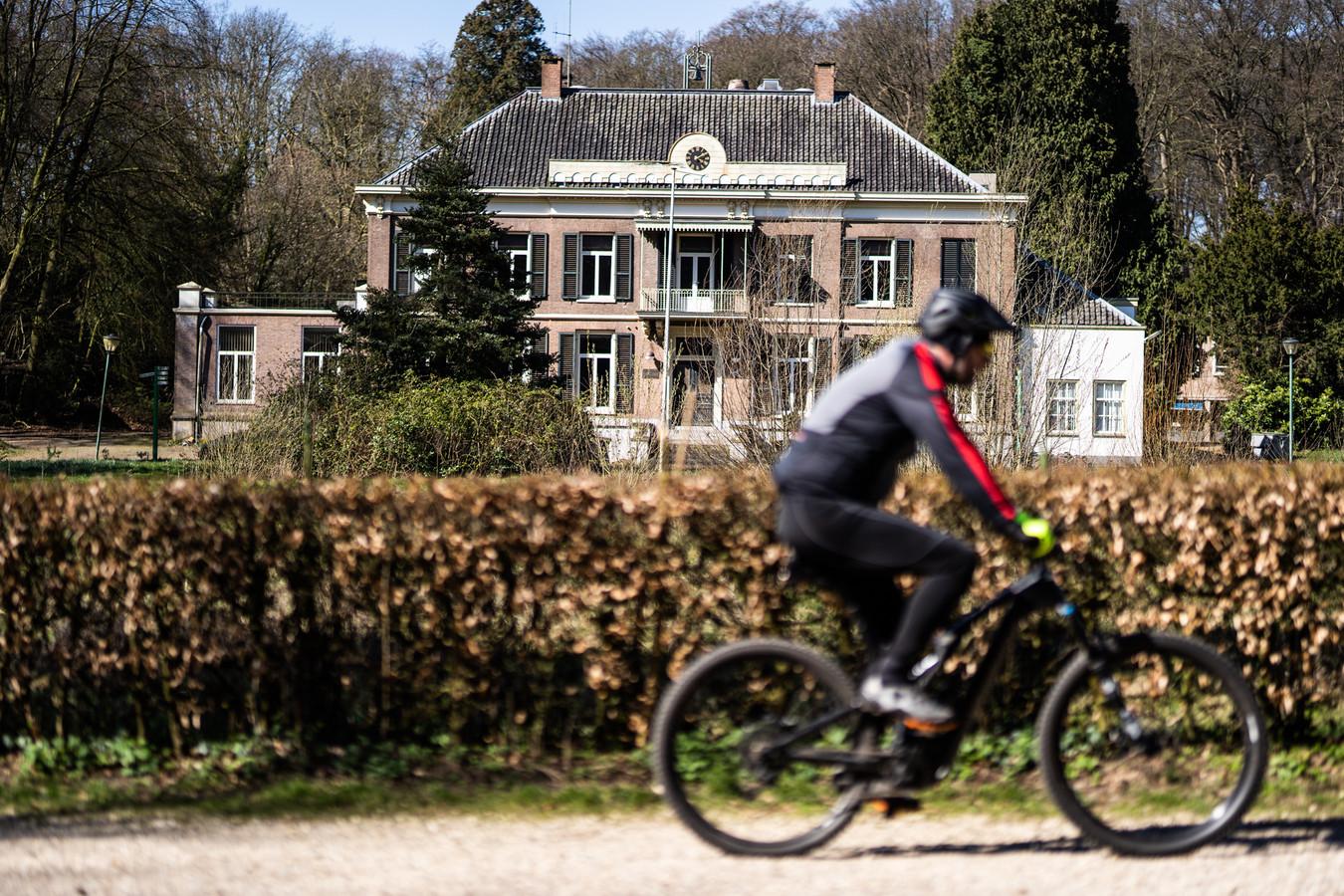 Huis Mariëndaal, gelegen op het gelijknamige landgoed tussen Arnhem en Oosterbeek, heeft een nieuwe erfpachter. Dat is Charles Ratelband, zoon van Emile.