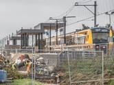 De trein passeert station Stadshagen, maar stopt er nog niet