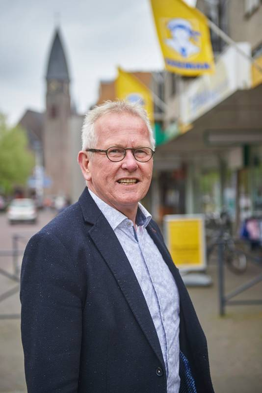 Ted van de Loo in het centrum van Boekel Fotograaf: Van Assendelft/Jeroen Appels