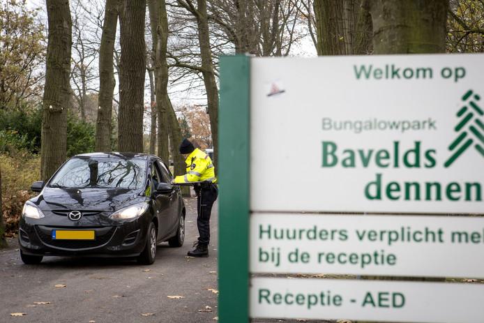 Grote controleactie van onder meer de politie op bungalowpark Bavelds Dennen.