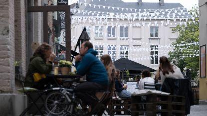 Wimpels, kerstverlichting en kois brengen extra sfeer op Vismarkt en Nauwstraat