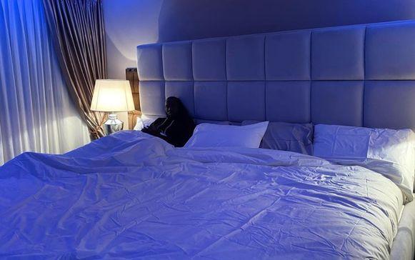 Het nieuwe gigantische bed van Romelu Lukaku.