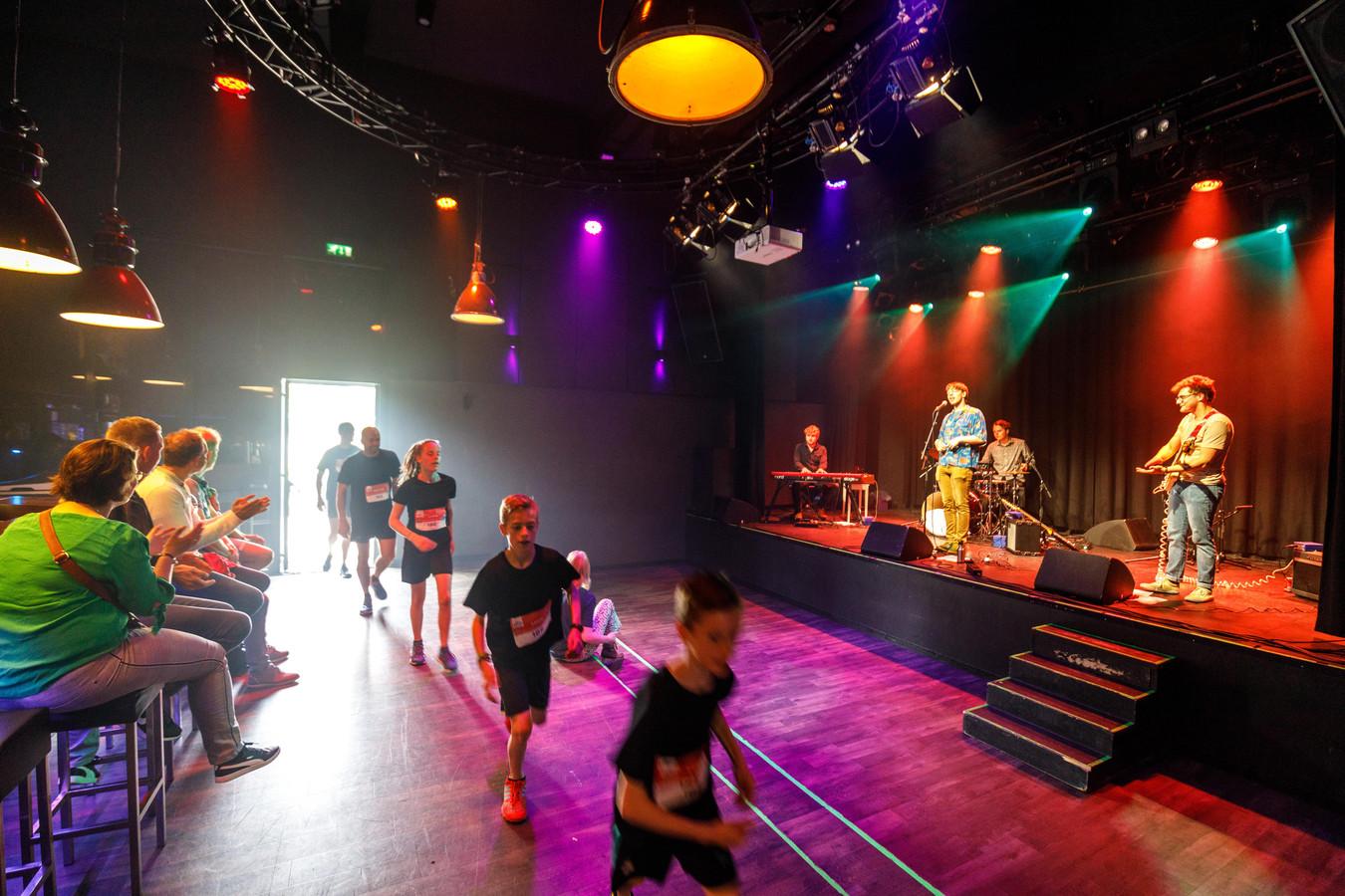 In Hedon zorgde de band Luuk & The Bassbreakers continu voor muziek tijdens de Run.
