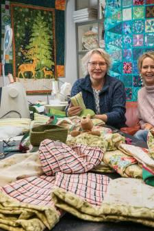 Kangoeroebuidels in Deventer weer in productie voor geteisterd Australië