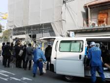 Afgehakt hoofd Japanse vrouw in kamer Amerikaanse toerist