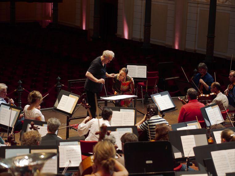 Dirigent  Manfred Honeck met sopraan Anett Fritsch. Beeld Pétrie de Vrie