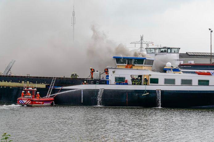 De brand op het schip in Raamsdonksveer