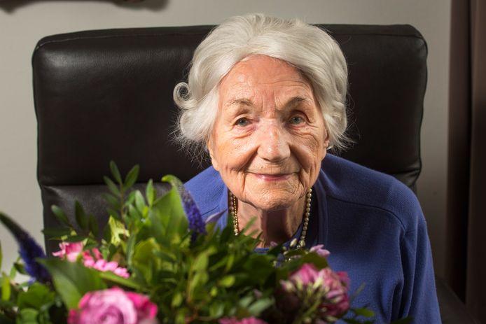 Annemarie Bodewes is 100 jaren. Ogen en oren worden minder, maar met haar verstand is niets mis.