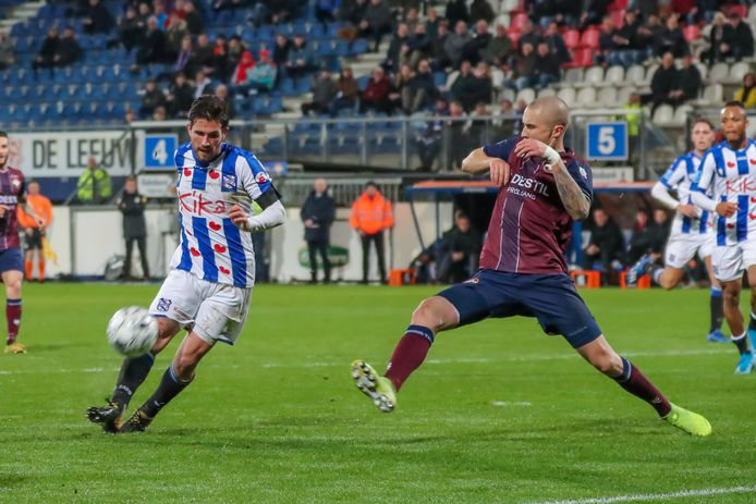 Jordy Bruijn (links) in actie namens SC Heerenveen.