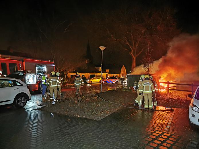 Zondagavond stond de stroomkast aan de Sint Jansgildestraat in Beek in brand.