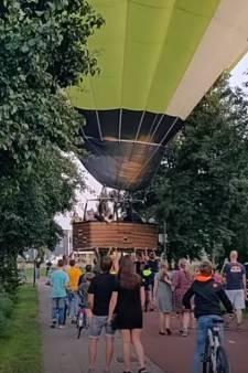 Noodlanding! Bewoners duwen luchtballon weg uit woonwijk in Nijkerk