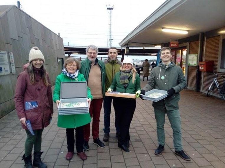 De leden van Groen aan het Aarschotse station.