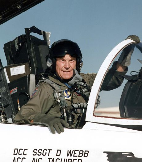 Legendarische testpiloot Chuck Yeager overleden: als eerste sneller dan het geluid