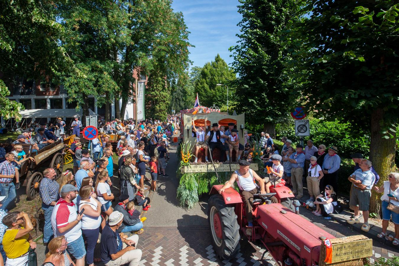 Drukte in Lunteren tijdens de Oud Lunterse Dag in 2019. Dit jaar blijven de straten leeg.