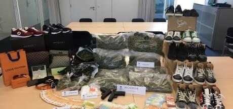 Brugse politie rolt bende drugsdealers op: 7,7 kilo marihuana en luxegoederen in beslag genomen