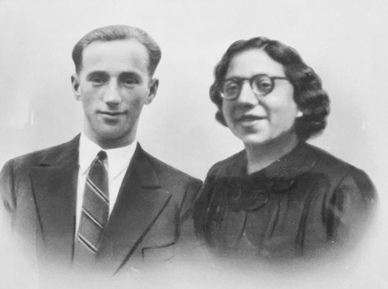 Hartog Piller en zijn vrouw Sientje. Ze zijn de grootouders van documentairemaker Hein Piller De Bruijn. Beeld Familiearchief
