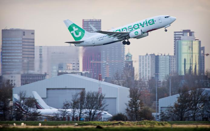 Vooral de vluchten van Transavia leiden tot veel ergernis onder de bewoners van vooral Schiedam-Noord, een van de aanvliegroutes van 'Zestienhoven'.