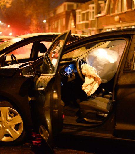 Botsing met twee auto's in Breda, bestuurder gewond