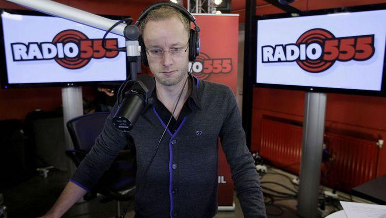 Sander de Heer van Radio 2 bereidt zich donderdagochtend voor op de uitzending. Radio 555, waarin zeven radiozenders samenwerken, begint donderdag om 06.00 uur met een benefietuitzending voor de slachtoffers van de aardbeving in Haiti. Foto ANP Beeld