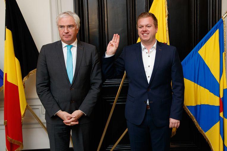 Bert Maertens legt de eed af bij provinciegouverneur Carl Decaluwé
