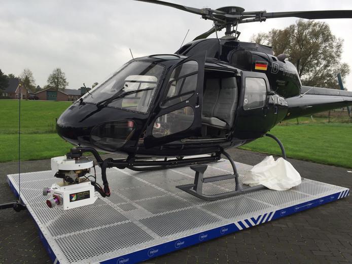 Deze helikopter werd door ProRail eerder gebruikt om beelden van de spoorlijnen te maken. De camera's hangen voor de neus.
