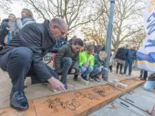 Kindertekeningen vereeuwigd in centrum van Krabbendijke