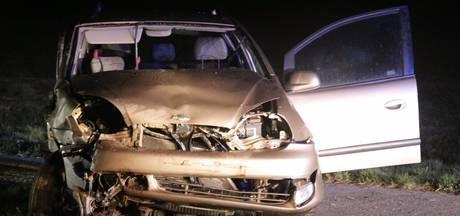 Auto belandt in de berm in Onna