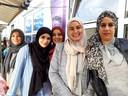Vanaf links: Hayat Achemlal, Nadia el Kaddouri, Karima Dahri, Noura el Araj en Fatima Aleman. 'Kruiskamp is een zeer multiculturele wijk.'